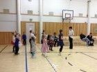 Kempeleen lapsiryhmä harjoittelee näytöstä varten.